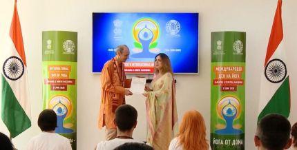 Тодор Захариев получи сертификат за цялостен принос в разпространението на йога в България